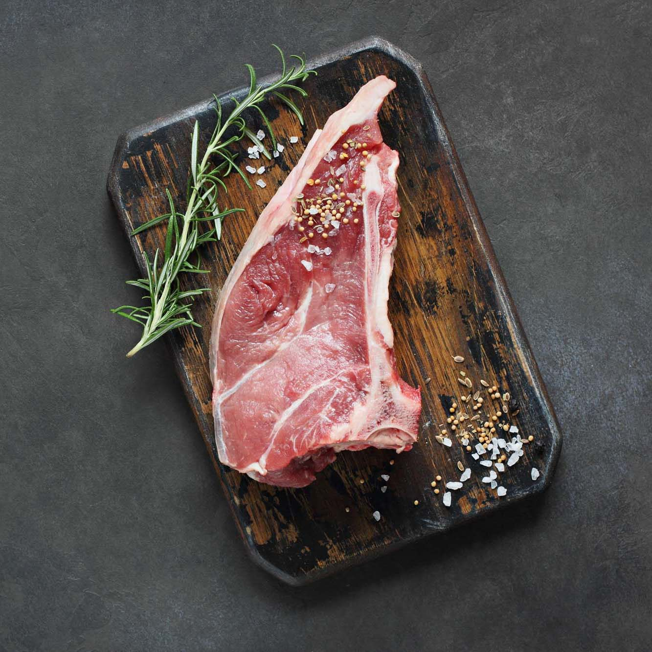 Meat.raw,Veal,Chops,With,Rosemary,Ready,To,Cook,On,Rustic